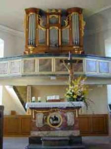 Kirche Allmannsweier: Orgel und Altar